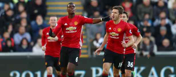 Manchester United players Pogba, Carrick, Rooney and Darmian celebrate a goal.